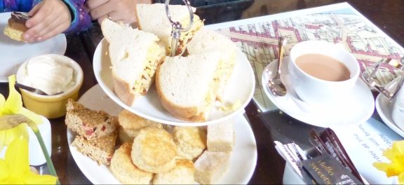 At Deli Ecosse, the Wee Afternoon Tea was just what we needed to warm ourselves and setting in to Scotland.